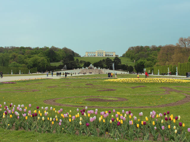 great_parterre_and_gloriette.jpg